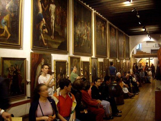 El recorrido guiado en la Pinacoteca de la Profesa