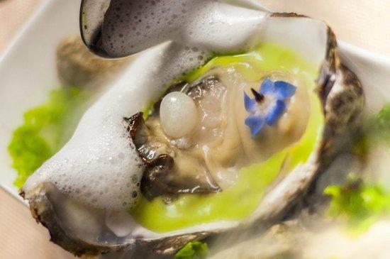 Corinthia Hotel St. George's Bay : Caviar & Bull