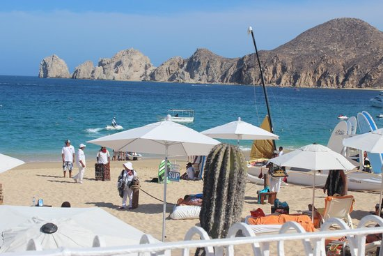 ME Cabo: View from pool to beach