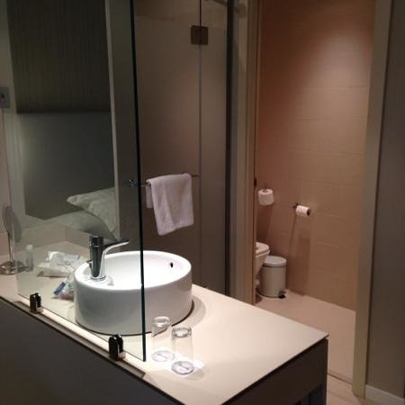 Barcelo Bilbao Nervion: standing near bed,looking at bathroom area