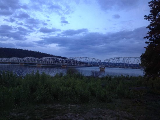 Yukon Motel : View of the bridge from the cabin at midnight