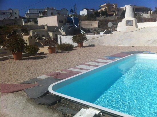 Villa Pavlina : La piscine sans transat ni parasol