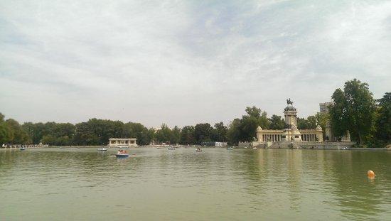 Retiro Park (Parque del Retiro): Lago