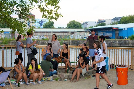 Alternative Berlin Tours: Fantastic group sharing stories at the Jamaican Beach Bar