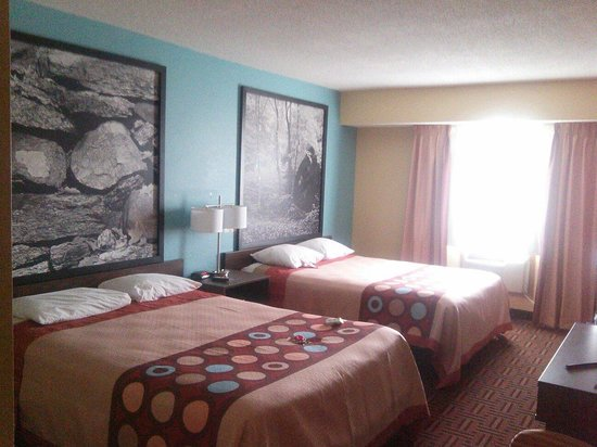 Super 8 Carbondale: Dbl Queen Room.