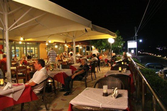 Restraunt Night Dunk Island: Picture Of Paspalis Restaurant, Skala