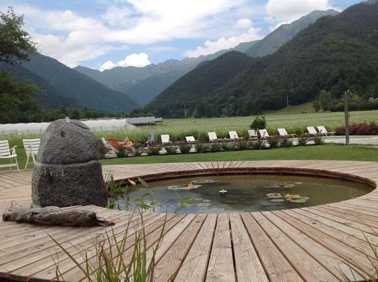 Elda Eco Ambient Hotel: relax...laghetto, piscina e vista sulla valle