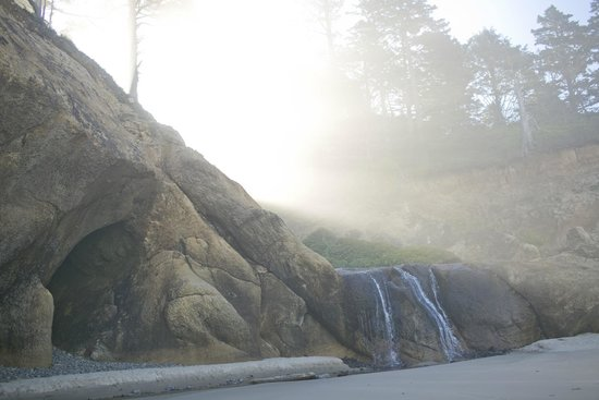 Hug Point State Park: Waterfall and morning light