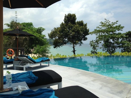 Pullman Phuket Arcadia Naithon Beach : The main infinity pool - a grogeous spot