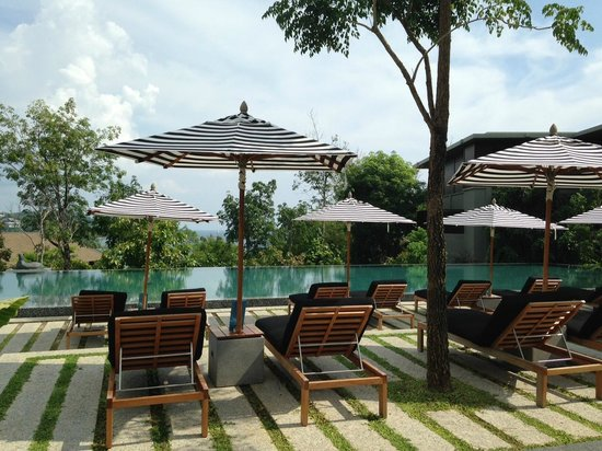 Pullman Phuket Arcadia Naithon Beach : The second pool and pool area - never busy and very peaceful