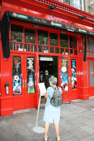 Cafe en Seine : The street entrance