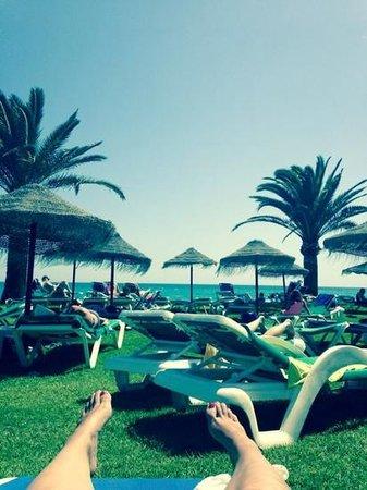 Marinas de Nerja Aparthotel: beach Sun lounger area