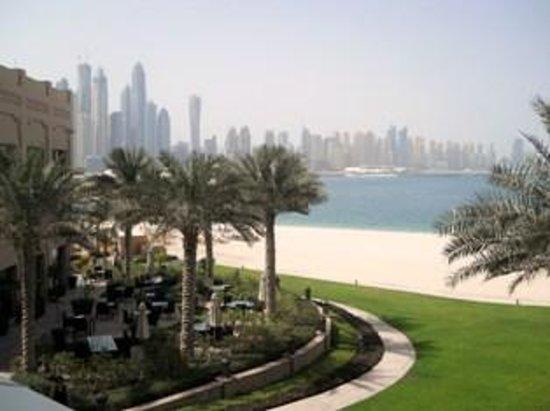 Fairmont The Palm, Dubai: Visuale verso Dubai centro