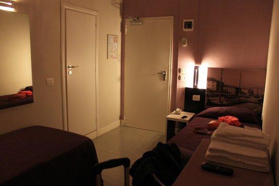 Hotel Mondial: Комната