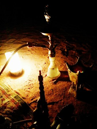 Bedouin Lifestyle Camp: Smoking some hookah after dinner (extra cost)