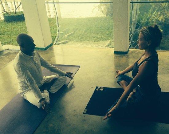 Hotel Orchid : Roland el profe de yoga. Yoga master