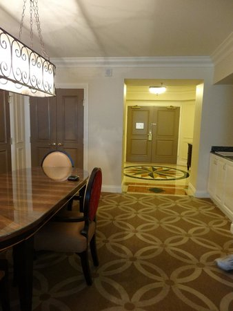 Venetian Resort Hotel Casino : Dining and front entry
