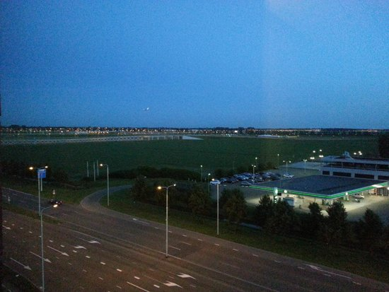 Hyatt Place Amsterdam Schiphol Airport: View on airport
