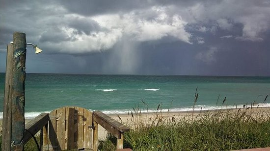 Seashell Suites Resort : summer storm!
