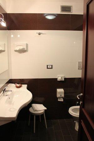 BEST WESTERN Hotel Mondial: Ванная