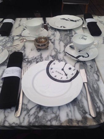 Alice in Wonderland themed place settings - Picture of Mad Hatters ...