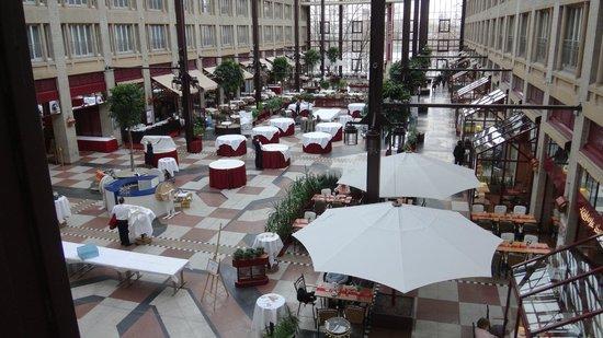 Maritim Hotel Koeln : Атриум