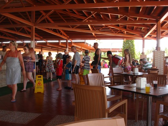 Holiday Village Turkey Hotel: Snack Bar Queue for drinks