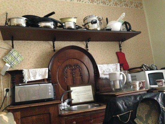 OldHouse Hostel: Общая кухня