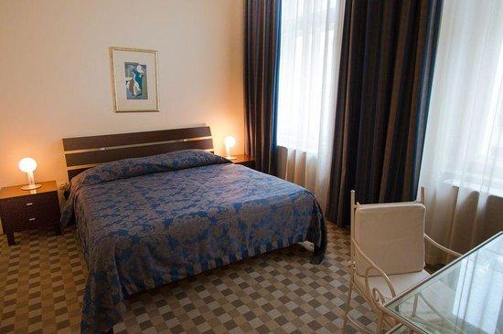 Mamaison Residence Izabella Budapest: Main bedroom