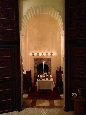 Riad Malaika : Dining by the fireplace