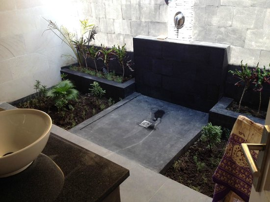 Scallywags Resort: Outdoor Bathroom