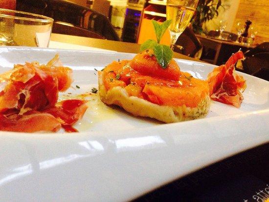 Restaurant l'Atelier de Nicolas : Tatin de tomates du Pays, mozzarella Di Buffala et son jambon serrano 15 mois d'affinage