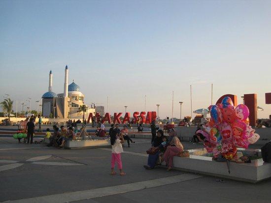Losari Beach: Sore hari di Pantai Losari