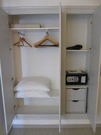 Belvedere Santorini : closet