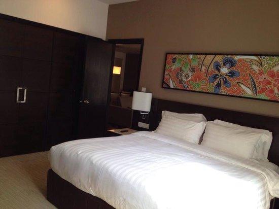 Ascott Kuala Lumpur : The big bedroom and comfortable bed.