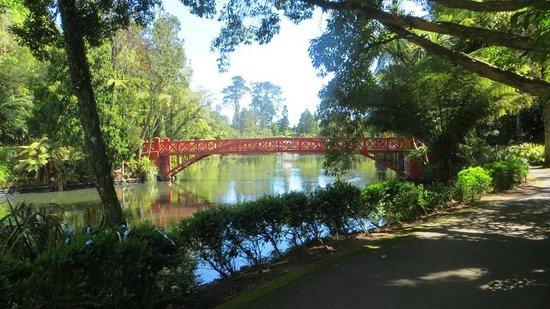 Pukekura Park: Poets bridge