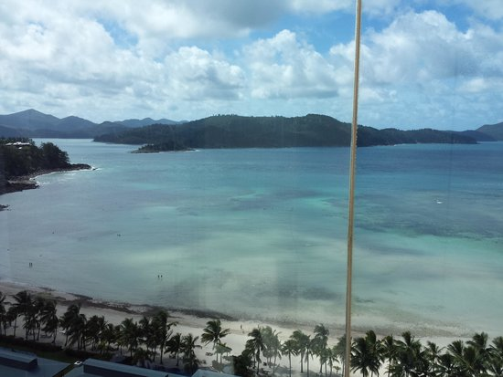 Reef View Hotel: Elevators are outside and made of glass so you can get some awesome views. This region is prone