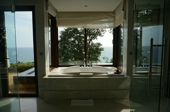 Paresa Resort Phuket : Bath overlooking the Andaman sea