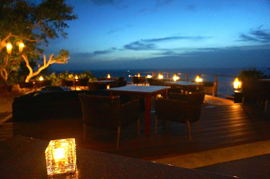 Paresa Resort Phuket: Evening dining