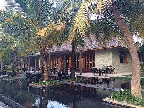 W Maldives: Breakfast buffet and international food here