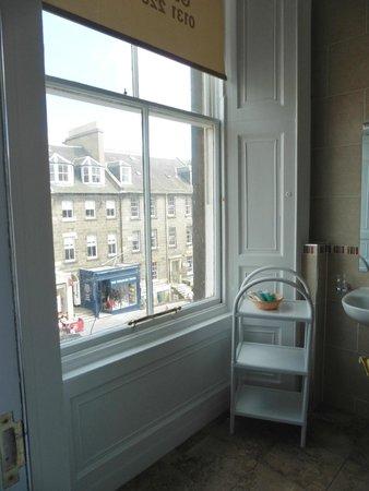Castle View Guest House: bathroom window