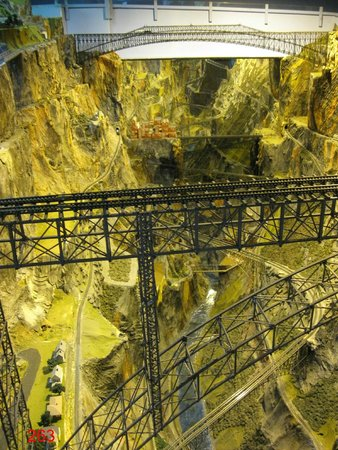 Northlandz : Looking down into one of the canyons