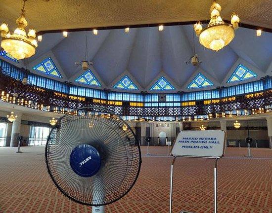 National Mosque (Masjid Negara) : 美しい礼拝堂