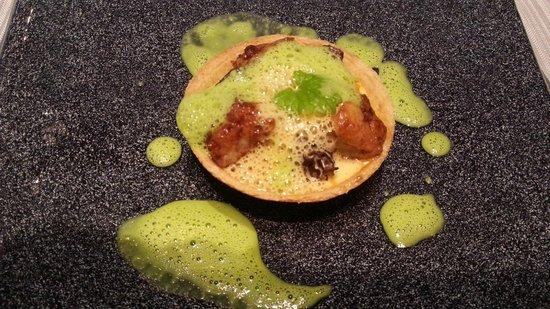 Chapeau Rouge Restaurant William Frachot: tarte ris de veau écrevisses morilles