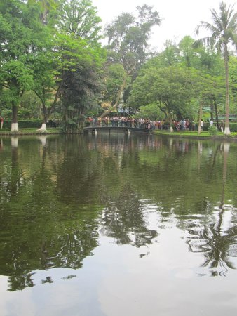 Ho Chi Minh Presidential Palace Historical Site : Another view of the lake