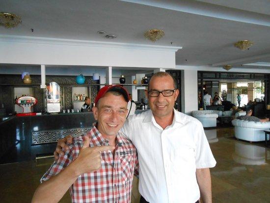 Royal Mirage Agadir Hotel: mon ami le directeur de la réception, toujour à l'écoute!!!