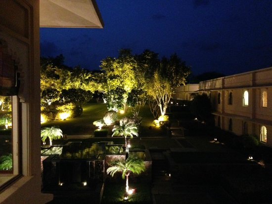 Trident Udaipur: hotel lawns