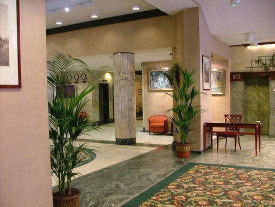 Bedford Hotel & Congress Centre : Vestíbulo