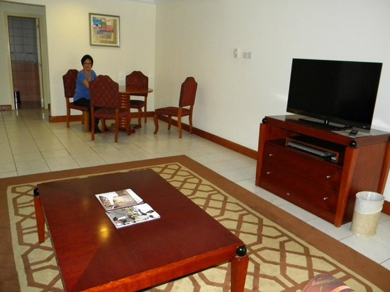 Savoy Crest Hotel Apartments: Lounge/dining room very spacious and comfortable