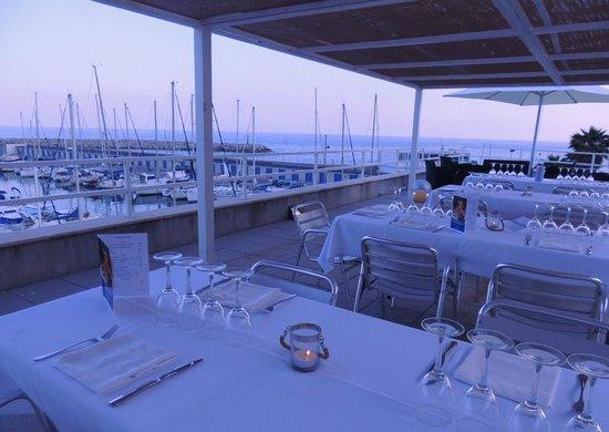 Restaurant Nàutic Garraf: el Grill del Mirador. Un espai únic amb vistes sobre el Port de Garraf, el mar i Barcelona
